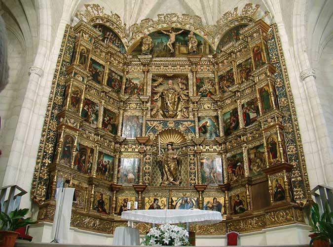 Retablo Mayor en la Iglesia de San Pelayo, en Olivares de Duero, provincia de Valladolid