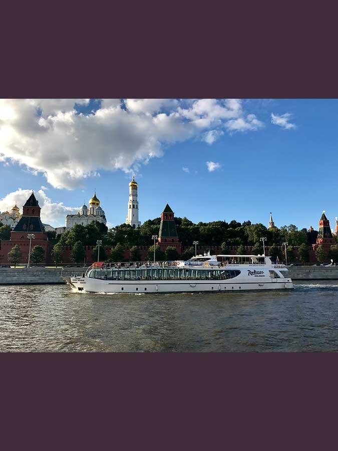 28.- El Kremlin desde el barco