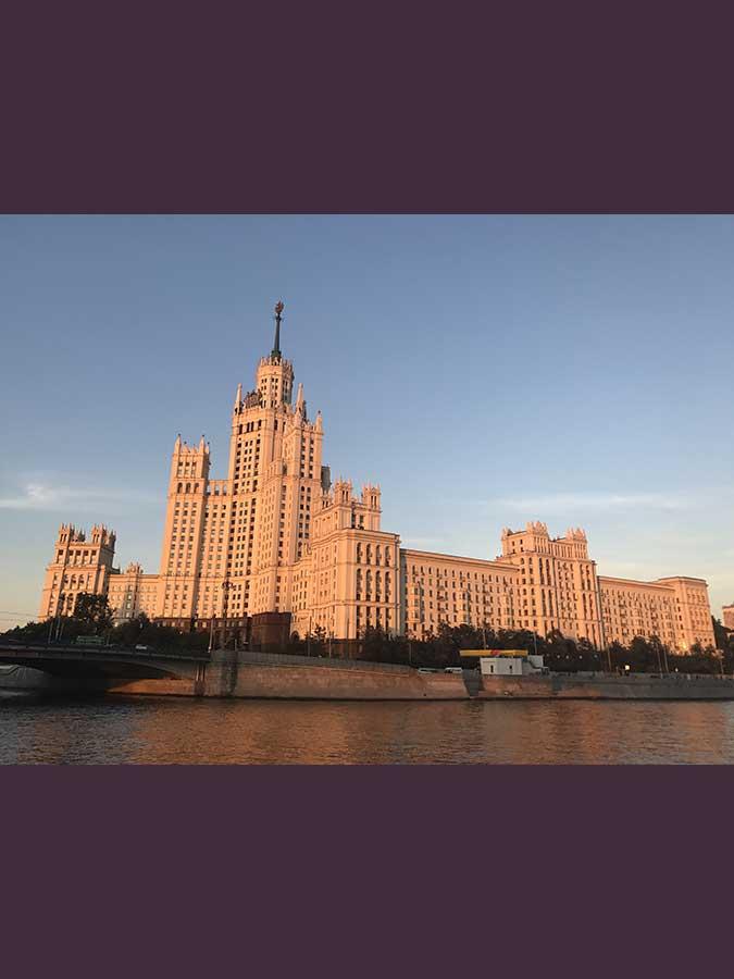 38.- Hotel Ucrania al atardecer